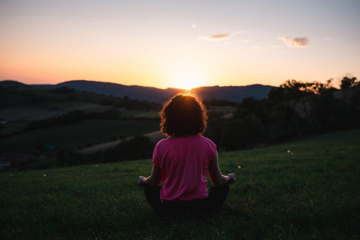 meditación bajo el sol