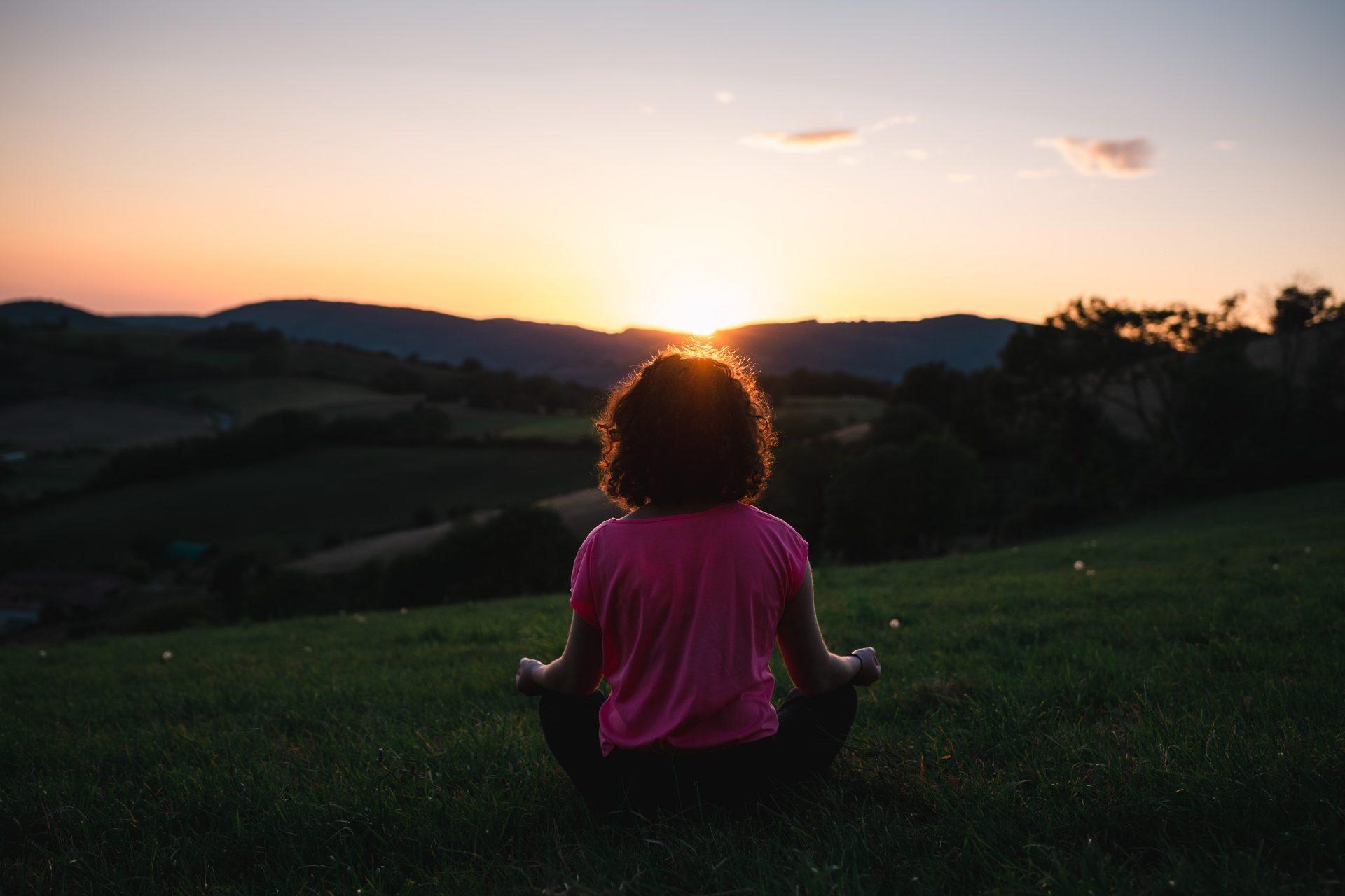 meditar bajo el sol